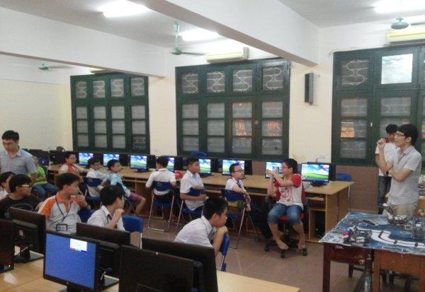 Khai giảng lớp học robotics đầu tiên dành cho các học sinh khối 6 và khối 7