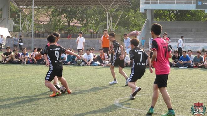 Giải Bóng đá khối THCS: Trận bán kết đầy hấp dẫn