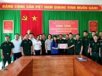 """Mang """"Vitamin hạnh phúc"""" tới bộ đội biên phòng tỉnh Hà Giang"""