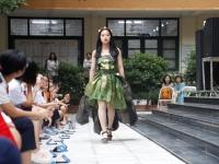 Thời trang tái chế trên sân khấu trường Nguyễn Tất Thành