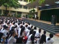 Tinh thần ngày giải phóng Thủ đô trong lễ chào cờ của trường Nguyễn Tất Thành