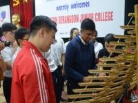 Kỉ niệm đầu tiên ở Việt Nam của đoàn giáo viên và học sinh Trường Anderson Serangoon Junior College