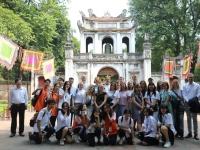 Chuyến tham quan Văn Miếu - Quốc Tử Giám của những người bạn quốc tế