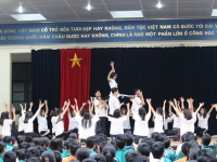 Sinh hoạt dưới cờ: Vinh danh những tài năng trẻ