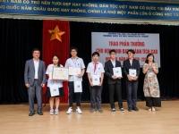 Lễ trao phần thưởng cho học sinh đạt thành tích cao của Trường Nguyễn Tất Thành
