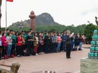 Cùng học sinh khối 10 học tập trải nghiệm tại khu di tích Bạch Đằng Giang