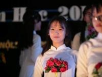 Nữ sinh trường Nguyễn Tất Thành duyên dáng trong ngày khai giảng