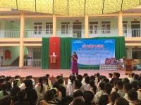 Học sinh trường Nguyễn Tất Thành gom đồng nát, góp tiền xây trường cho Hà Giang